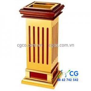 Thùng rác bằng gỗ có khay gạt tàn thuốc lá để sảnh